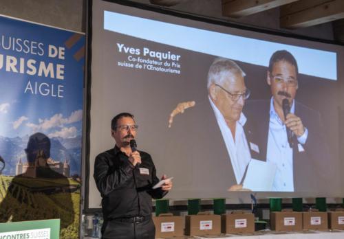 Florent Hermann rend hommage à Yves Paquier, initiateur des Prix et rencontres suisses de l'oenotourisme